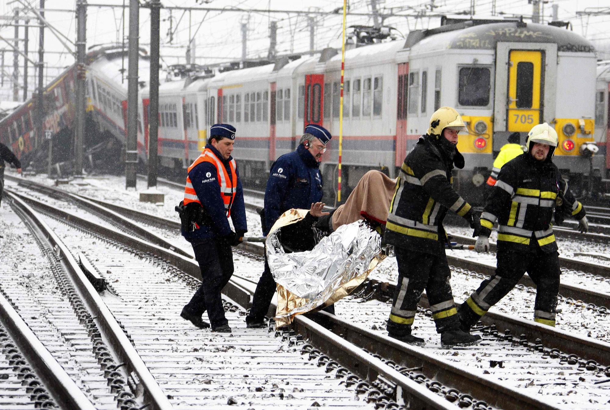 比利时两列火车迎头猛撞18人死亡 惊魂时刻恍如大地震