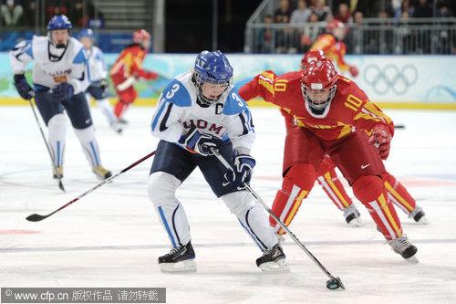 图文:中国女冰1-2负芬兰无缘四强 对方控球