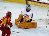 图文:中国女冰1-2负芬兰 中国攻破芬兰城门