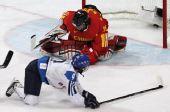 图文:中国女冰1-2负芬兰 中国门神石瑶扑救