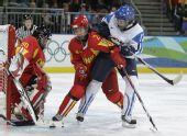 图文:中国女冰1-2负芬兰 中国队员努力拼抢