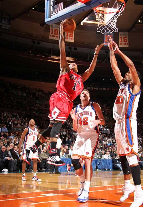 罗斯/图文:[NBA]公牛胜尼克斯 罗斯飞身欲暴扣
