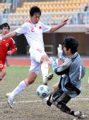 图文:青年足球赛中国6-0香港 徐新射门瞬间