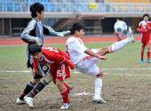 图文:青年足球赛中国6-0香港 胡威威射门