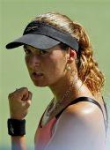 图文:迪拜网球赛女单1/4决赛 皮尔自信挥拳