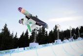 图文:单板滑雪女子U型池决赛 飞翔的感觉