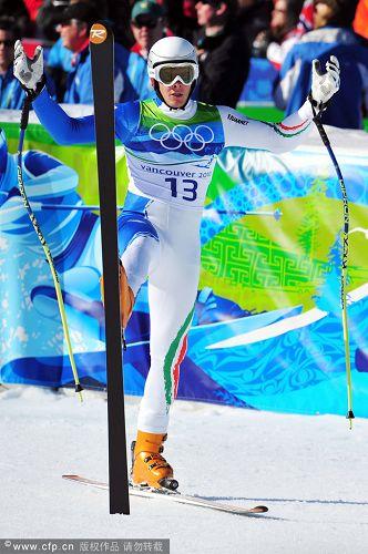 图文:高山滑雪超级大回转赛 赛前热身运动