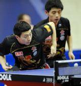图文:乒乓球卡塔尔公开赛 马龙比赛中发球