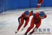 图文:短道速滑队全力备战 王�魇酝汲�越