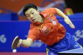 图文:乒乓球卡塔尔公开赛 马龙侧身回球