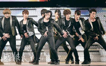 SJ卖力演唱