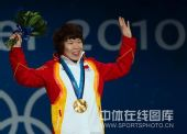 图文:短道女子1500米颁奖仪式 周洋笑容灿烂