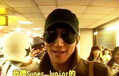 趁着农历春节的最后,Super Junior团员崔始源也不忘用中文问候观众。