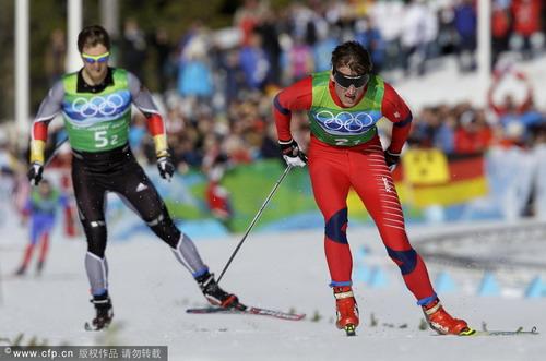 图文:越野滑雪男子团体追逐赛 加速向前进
