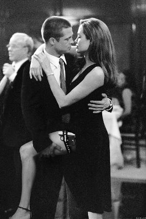《史密斯夫妇》中,皮特与茱莉饰演的夫妇在共同生活的数年间,都未识破对方的特工身份