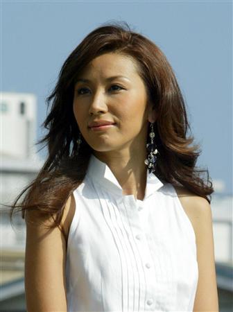 铃木纱绫_艺人铃木纱理奈诞下长子 传真表达感激之情