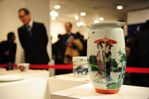 中国 东京/东京,2010年2月23日东京的中国陶瓷盛宴2月23日,在日本东京...