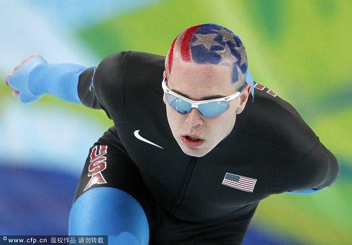 图文:速度滑冰男子10000米 贝德福奋力滑行