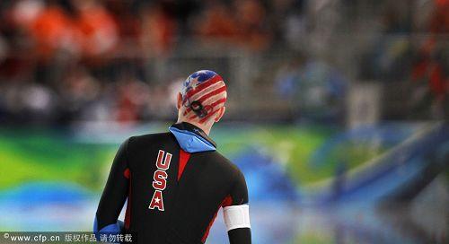 图文:速度滑冰男子10000米 贝德福背影特写