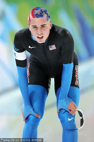 图文:速度滑冰男子10000米 贝德福赛后休息