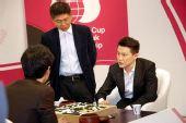 图文:LG杯孔杰2-0大李夺冠 翻译帮助两人复盘