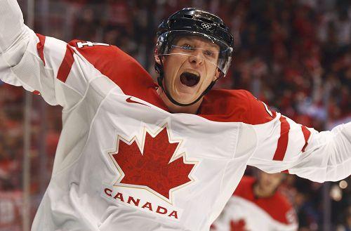 图文:男子冰球加拿大VS俄罗斯 加拿大球员怒吼