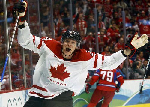 图文:男子冰球加拿大VS俄罗斯 我进球了