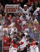 图文:男子冰球加拿大VS俄罗斯 球迷兴奋异常