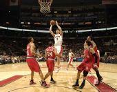 图文:[NBA]开拓者胜猛龙 巴格纳尼突破上篮