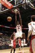 图文:[NBA]开拓者胜猛龙 约翰逊双手暴扣