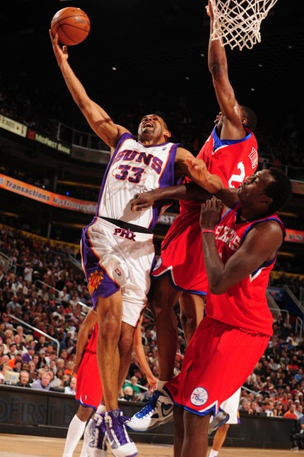 图文:[NBA]太阳VS76人 希尔低手上篮