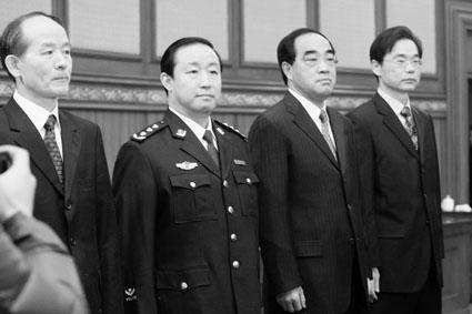 拟履新的政府官员与人大常委会人员见面。从左到右为孙康林、傅政华、于泓源、陈添。