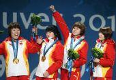 图文:女子3000米接力颁奖仪式 王�鞲呔儆冶�