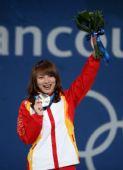 图文:女子空中技巧颁奖仪式 李妮娜尽显开心