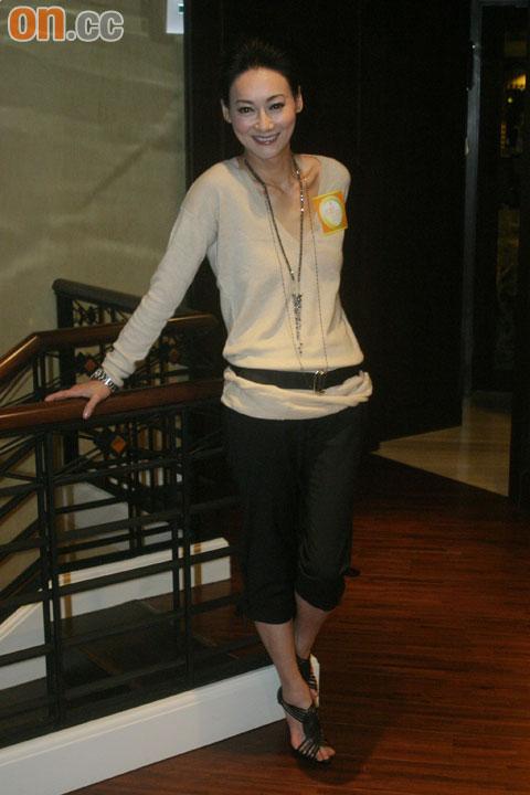惠英红力挺好友,应邀出席马浚伟主持的节目。