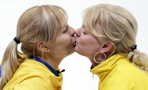 亲吻庆祝夺冠