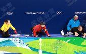 图文:全程记录中韩教练席 李琰全神贯注