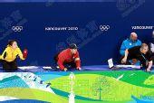 图文:全程记录中韩教练席 扔水瓶教练大吼