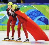 图文:王�骰衽�子1000米冠军 一起享受胜利
