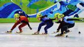 图文:王�骰衽�子1000米冠军 周洋与对手碰撞