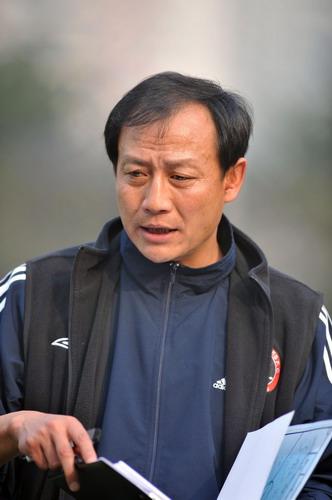 图文:热身赛重庆1-1成都 王宝山布置
