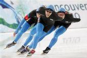 图文:速滑男子团体追逐赛 美国队员过弯