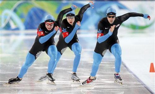 图文:速滑男子团体追逐赛 美国队起跑瞬间