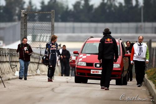 图文:F1季前末轮试第三天 维特尔走下赛场