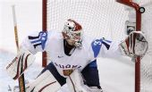 图文:冬奥男子冰球铜牌战 芬兰队守门员