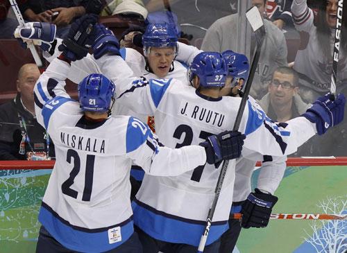芬兰队疯狂庆祝