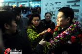 图文:新科LG杯冠军孔杰载誉回京 接受媒体采访