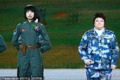 女飞行员登台 与韩红共唱《我爱祖国的蓝天》