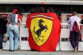 图文:2010赛季前F1试车结束 法拉利车迷观赛