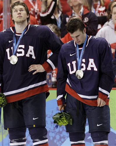 图文:颁奖仪式加拿大疯狂庆祝 美国队十分失落
